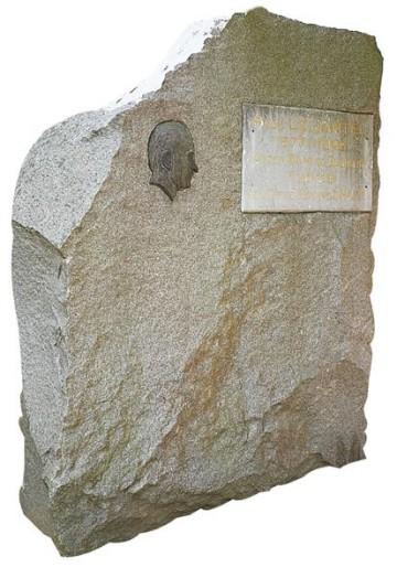 stele-paul-le-jamtel-guingamp