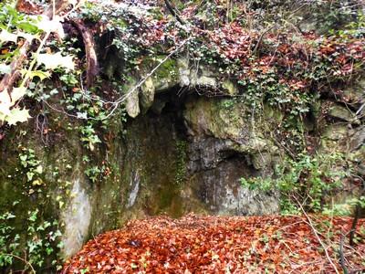 La plage du petit Lourdes. Emplacement de la grotte et de la fontaine