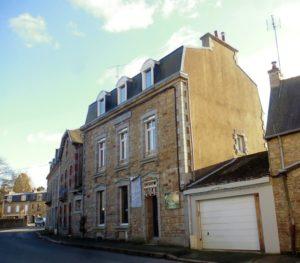 Rue Maréchal Joffre, l'ancienne Caisse d'épargne